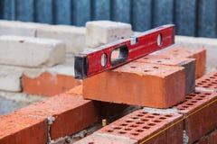 Bau des Backsteinbaus lizenzfreies stockbild