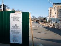 Bau des Freilichtmuseumsdenkmals von wunderbar hundert Helden am Hauptstadt Unabhängigkeitsquadrat Maidan Nezalezhnosti in Kiew lizenzfreies stockfoto