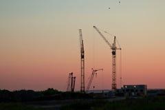 Bau des Hauses bei Sonnenuntergang Lizenzfreie Stockfotografie