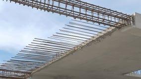 Bau des Wohngebäudes Schließen Sie oben vom Verstärkungsbeton Industriebau und -entwicklung stock video footage