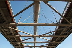 Bau des zeitgenössischen Stegs oder der Brücke Stockfotos