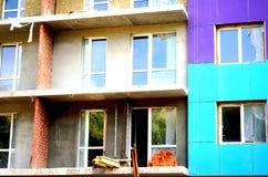 Bau eines mehrstöckigen Gebäudes Stockbilder