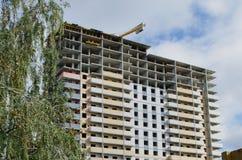 Bau eines mehrstöckigen Gebäudes stockbild