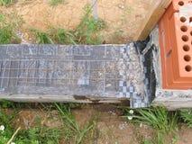 Bau eines neuen Ziegelstein-Zauns Lizenzfreie Stockbilder