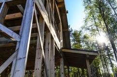 Bau und Reparatur eines privaten Rahmenhauses, -art und -harmonie des Landes von instagram stockfotografie