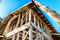 Bau und Reparatur eines privaten Rahmenhauses des Landes stockbilder