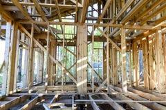Bau und Reparatur eines privaten Rahmenhauses des Landes stockbild