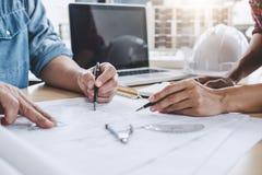 Bau- und Strukturkonzept des Ingenieur- oder Architektentreffens lizenzfreie stockfotos