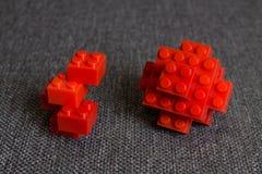 Bau von den Elementen der roten Backsteine Lizenzfreie Stockfotos