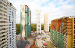 Bau von fünf hohen Gebäuden Lizenzfreie Stockfotografie