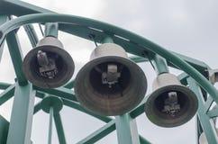 Bau von Glocken im Park Stockbild