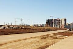Bau von Hochhäusern auf den Stadtränden der Stadt Stockfotos