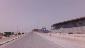 Bau von neuen mehrstufigen Straßenkreuzungen im Dubai-Vorratgesamtlängenvideo stock footage