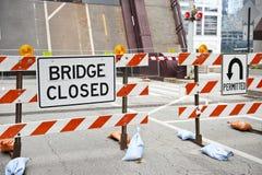 Bauarbeit auf Brücke Stockbilder