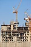 Bauarbeit für hohes Aufstiegsgebäude mit Turm crain Stockfotos
