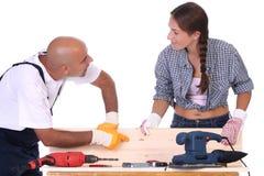 Bauarbeiter bei der Arbeit Lizenzfreie Stockfotos