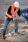 Bauarbeiter, der Jackhammer verwendet lizenzfreies stockbild