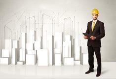 Bauarbeiter, der mit Gebäuden 3d im Hintergrund planiert Stockfotografie