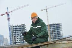 Bauarbeiter, der Verstärkung bildet Stockfotografie