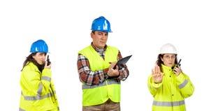 Bauarbeiter, die mit einem Funksprechgerät sprechen Stockfotos