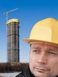 Bauarbeiter in einem gelben Sturzhelm Stockfotos