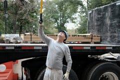 Bauarbeiter gesehen an einer Baustelle in New York stockbild
