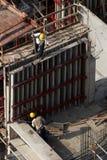 Bauarbeiter am hohen Gebäude Lizenzfreie Stockfotos