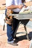 Bauarbeiter mit Hilfsmitteln stockbild