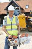 Bauarbeiter-On Site Holding-Rundschreiben sah Lizenzfreies Stockfoto