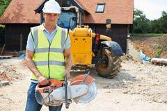 Bauarbeiter-On Site Holding-Rundschreiben sah Stockfotografie