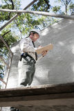 Bauaufsichtsbeamter auf Gestell Stockfotos