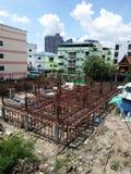 Baubereich und Stadtansicht am sonnigen Tag Lizenzfreie Stockbilder