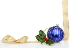 bauble błękitny bożych narodzeń ramowy złocisty faborek Fotografia Royalty Free