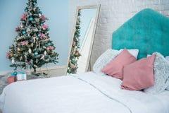 bauble błękitny bożych narodzeń składu szkło Bożenarodzeniowy prezent, rożki na rocznika drewnianym tle Odgórny widok, mieszkanie zdjęcie stock