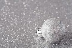 Bauble de prata no Glitter foto de stock royalty free