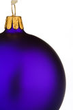 Bauble roxo vibrante do Natal Fotografia de Stock Royalty Free
