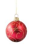 Bauble vermelho de suspensão do Natal com ornamento Fotografia de Stock
