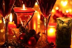 baubles świeczki zakończenia szkieł czerwieni wino Obraz Stock