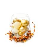 Baubles dourados festivos do Natal na bacia de vidro Imagem de Stock