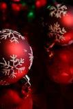 Baubles vermelhos Upclose do floco de neve Fotografia de Stock