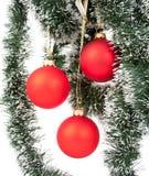 baublesjul som hänger red Royaltyfria Bilder