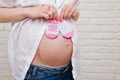 Bauch der schwangeren Frau Stockfoto