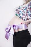 Bauch mit violettem Bogen Stockbild