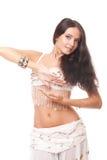Bauchtänzerin der jungen Frau des Portraits im weißen Kostüm Lizenzfreie Stockfotos