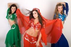 Bauchtanzen mit drei Mädchen Lizenzfreies Stockfoto