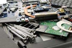 Bauen Sie den Laptop auseinander lizenzfreies stockbild