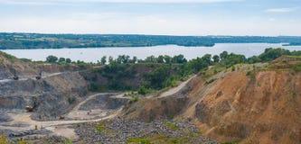 Bauen Sie neben großem Fluss Dnepr nahe Dnepropetrovsk-Stadt ab Lizenzfreie Stockbilder