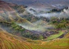 Bauernhäuser in den Hochländern von China, Ackerland, Reisterrassen. Lizenzfreie Stockbilder