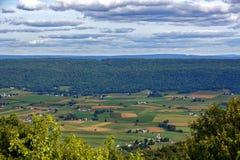 Bauernhöfe im Großen Tal von Mifflin County stockfotografie