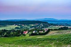 Bauernhöfe und Ackerland Stockbild